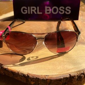 NWT Betsy Johnson Gold Sparkle Frames